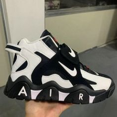 White Nike Shoes, Nike Air Shoes, Black And White Shoes, Adidas Shoes Women, Nike Air Jordans, Retro Jordans 11, Jordans Girls, Black Basketball Shoes, Men's Basketball