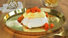 Mini Pavlova med multer Mini Pavlova, Pudding Desserts, Bagels, Hot Sauce, Cake Recipes, Recipies, Ice Cream, Cookies, Breakfast