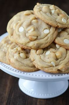 The Best White Chocolate Macadamia Nut Cookies Ever! You have a perfect cookie base, with hunks of salty macadamia nuts, mixed with super sweet bites of white chocolate! It's heaven in a cookie! Cookie Desserts, Just Desserts, Cookie Recipes, Dessert Recipes, Macadamia Nut Cookies, Chocolate Macadamia Nuts, Macadamia Nut Recipes, Best White Chocolate, Chocolate Heaven