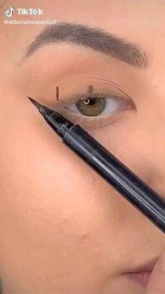 Edgy Makeup, Eye Makeup Art, Eyebrow Makeup, Skin Makeup, Prom Makeup, Makeup Brushes, Simple Eyeliner, Eyeliner Looks, Hooded Eyes Eyeliner