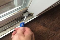 Wondering how to clean dirty window tracks? There's a simple cleaning hack for cleaning window tracks that takes no time & needs NO SCRUBBING! Read more! Household Cleaning Tips, Deep Cleaning Tips, Toilet Cleaning, Cleaning Recipes, House Cleaning Tips, Natural Cleaning Products, Cleaning Solutions, Spring Cleaning, Cleaning Hacks