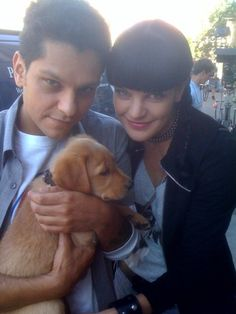 """PP """"Daniel_L_Rivas plays Abbys bro He's my exboyfriend in real life We look like twins Here's us on set"""" Ncis Series, Tv Series, Best Tv Shows, Favorite Tv Shows, Ncis Stars, Ncis Abby, Abby Sciuto, Ncis Cast, Pauley Perrette"""