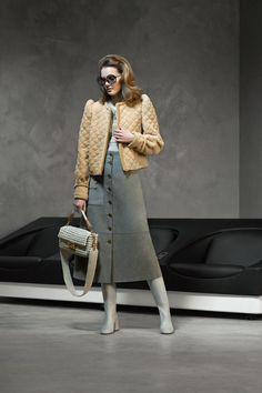 Fashion Week Milan Pre-Fall 2020 look 21 from the Fendi collection womenswear Mega Fashion, 2020 Fashion Trends, Fashion 2020, Runway Fashion, Fashion Fashion, Workwear Fashion, Fashion Blogs, Preteen Fashion, Petite Fashion