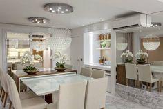 Sala de jantar com mesa e aparador juntos - saiba mais sobre essa tendência!