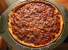 Chocolate Kahlua Pecan Pie Oh yes! Chocolate and Kahlua are a really good team. Add in pecans to top it off and you have one really good pie. - Chocolate Kahlua Pecan Pie - wonder if could modify this for Thanksgiving and make sweet potato/kahlua? Köstliche Desserts, Delicious Desserts, Dessert Recipes, Yummy Food, Healthy Food, Pie Recipes, Cooking Recipes, Kaluha Recipes, Pecan Recipes