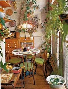 Rustic Home Interior Leafy dining. Storage A House and Garden Book Melinda Davis Pantheon Books New York Home Interior Leafy dining. Storage A House and Garden Book Melinda Davis Pantheon Books New York 1978 Deco Retro, Deco Boheme, Dream Apartment, Aesthetic Room Decor, Home And Deco, Dining Room Design, Dining Nook, Dining Set, Dining Table
