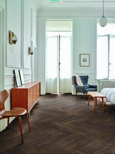 Traditional concept with classic furniture. So beautiful in the white decoration. Dark Wood Floors Living Room, Living Room Flooring, Bedroom Flooring, Living Room Interior, Interior Livingroom, Herringbone Wood Floor, Small Space Interior Design, Luxury Vinyl Flooring, Traditional Furniture