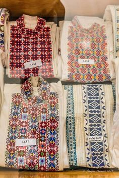 "pocarovna: ""Embroidery madness - photos of embroidered men´s shirts of Slovakia, Novohrad area (the name tag labels the village name) "" Hungarian Embroidery, Folk Embroidery, Modern Embroidery, Floral Embroidery, Chain Stitch Embroidery, Embroidery Stitches, Embroidery Patterns, Stitch Head, Last Stitch"