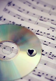 Love - Music Note La música nos toca emocionalmente, adonde las palabras por sí solas no pueden! ~ Johnny Depp  Music touches us emotionally, where words alone can't!   ~ Johnny Depp