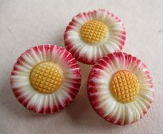 VINTAGE GLASS FLOWER BUTTONS REALISTIC PAINTED DAISIES x 3 noelhumphrey on eBay.co.uk