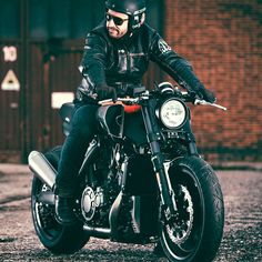 You don't get many customs with 170 hp on tap. Yamaha's new Yard Built VMAX is more drag racer than cafe racer … and we love it. Incredible work from Cologne-based JvB-moto.