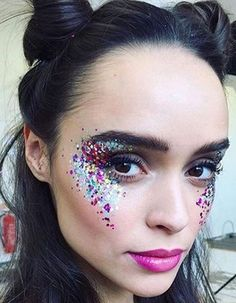 Festival_glitter_trend glitter make up, glitter party, glitter spray paint, glitter force, glitter Festival Makeup Glitter, Glitter Party, Festival Glitter Ideas, Festival Make Up Ideas, Glitter Gel, Festival Eye Makeup, Glitter Hair, Pink Glitter, Glitter Outfit