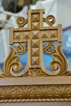 Киот в стиле историзм Wood Carving Tools, Art Icon, Acanthus, Wood Sculpture, Wood Art, Creative Art, Decorative Boxes, Symbols, Ornaments