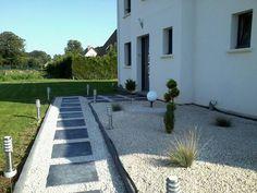 All�e pi�tonni�re en dalles ardoise 60*60 et gravillons blancs - Maison contemporaine 76 par orchidee67 sur ForumConstruire.com