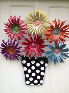 Upcycled Soda Can Flowers by Cindi Lou Aluminum Can Crafts, Aluminum Cans, Metal Crafts, Aluminum Can Flowers, Recycled Decor, Recycled Crafts, Diy Crafts, Repurposed, Recycled Clothing