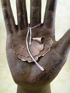 Collier de feuilles de Ginkgo bio par SpectrumJewelry sur Etsy, $45.00