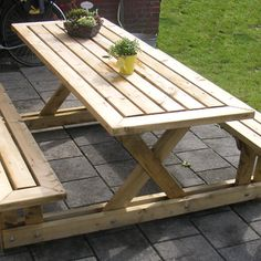 picnic table made entirely of 2x4s. very pretty