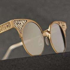 A unique point of view: Introducing the limited edition BV15 sunglasses, a tribute to #BottegaVeneta's anniversaries celebrated in September 2016 #BottegaVenetaWoman #BottegaVenetaEyewear