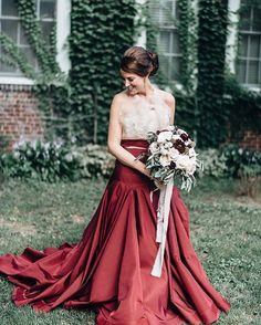 Lady in red 📷: @geneoh #taralatour #coolbride #latelierbride