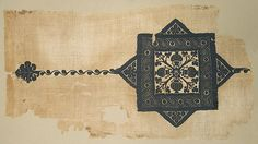 Coptic fragment from late 3rd–5th century in Egypt // Linen, wool; plain weave, tapestry weave, brocaded