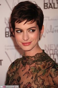 Short hair looks great on Anne Hathaway