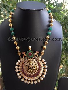 Pumkin Shaped Emerald Beads Long Set