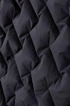Mountain Hardwear Women's Super/DS StretchDown Hooded Jacket Black L