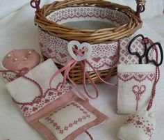 Cross-stitch Biscornu Basket Set...  photo inspiration...   Panier de Couture - da Semplicemente Ketti