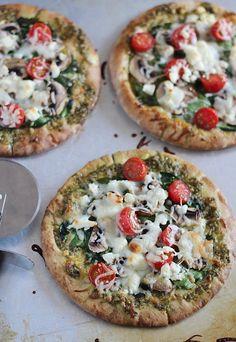 Para los que no se resisten al pan pita con pesto. | 14 Pizzas fáciles y ligeras para cenar como un campeón