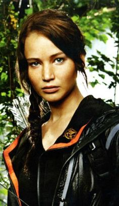 Love this image of Jennifer Lawrence dressed as Katniss Everdeen from Suzanne Collins' Hunger Games series. (Movie: Lionsgate, photo Entertainment Weekly) Image posted on: hungergamesmovien. Hunger Games Costume, Hunger Games Memes, Hunger Games Trilogy, Katniss Costume, Hunger Games Mockingjay, Katniss Everdeen, Entertainment Weekly, Jennifer Lawrence, M Anime