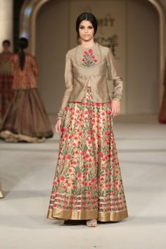 Rohit Bal Lakme Fashion Week Summer/Resort 2016 Rohit Bal, Indian Attire, Indian Ethnic Wear, Choli Designs, Blouse Designs, Indian Designer Outfits, Designer Dresses, Indian Designers, Indian Dresses