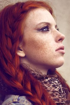 """frecklesarebrilliant: """"Freckles are brilliant """" Feine Sommersprossen Redheads Freckles, Red Freckles, Copper Hair, Copper Red, Redhead Girl, Beautiful Redhead, Beautiful Freckles, Ginger Hair, Ginger Makeup"""