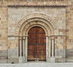Iglesia de San Andrés - Portada meridional, estilo románico