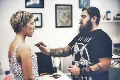 Questions to Ask a Tattoo Artist - How to Talk to Your Tattoo Artist? Hand Tattoos, Best Neck Tattoos, Girl Tattoos, Sleeve Tattoos, Tribal Tattoos, Small Tattoos, Arrow Tattoos, Geometric Tattoos, Couple Tattoos