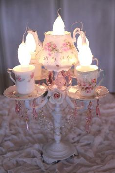 Shabby in love Shabby Chic Cottage, Vintage Shabby Chic, Shabby Chic Decor, Tea Cup Lamp, Tea Cups, Mason Jar Chandelier, Chandelier Ideas, Teacup Candles, Estilo Shabby Chic