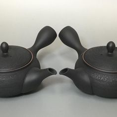 Kokudei pine bark right &lefthanded teapots by Houryu - #japanesepottery #japaneseceramics #pottery #ceramics #tea #greentea #wabipot #teatime #instatea #茶壶 #lefthanded #左撇子 #lefty #leftykyusu