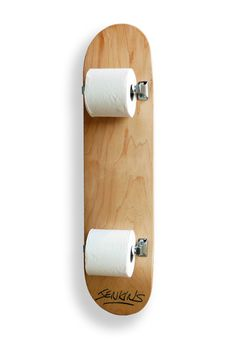 A skateboard as a toilet paper holder? - A skateboard as a toilet paper holder? A skateboard as a toilet pape - Deco Originale, Skateboard Art, Skateboard Furniture, Skateboard Light, Skateboard Shelves, Skateboard Bedroom, Home And Deco, Skateboards, Diy Furniture