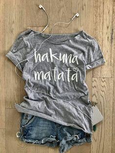 Hakuna Matata Disney camiseta. Camiseta Cool. Camiseta de