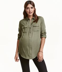 Be comfortably chic with our maternity wear edit. Stick to classic white and black or try out new season colours and prints to suit your personality. Maternity Wear, Maternity Fashion, H&m Fashion, Fashion Online, Mama Shirt, Khaki Green, Suits You, Latest Trends, Long Sleeve Shirts