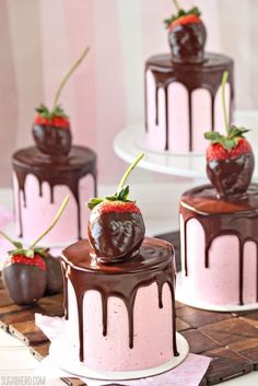 We have collected 17 of the most romanticValentines Day Desserts for you and your special Valentine.