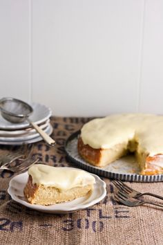 Hummingbird High - A Desserts and Baking Food Blog in Portland, Oregon: Lemon and Almond Streamliner Cake