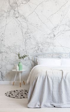 Create a modern grey bedroom style with these grey bedroom wallpapers and achieve a space that feels super fresh and clean. A grey wallpaper mural is key to creating a modern space. Layering lighter and darker shades will create stylish complexity. Grey Bedroom With Pop Of Color, Marble Wallpaper Bedroom, White Bedroom Furniture, Grey Wallpaper Bedroom, Wallpaper Living Room, Marble Bedroom, Modern Bedroom, Wallpaper Design For Bedroom, Modern Grey Bedroom