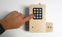 Van Son vystavuje v Praze podivné zvukové nástroje