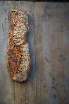 Levain är det franska ordet för surdeg. Det är helt enkelt ett ljust bröd bakat på surdeg av vete eller råg. Jag tillsätter även färsk jäst i min levain m...