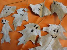 Halloween Tree Halloween Trees, Halloween Crafts For Kids, Halloween Projects, Diy Crafts For Kids, Projects For Kids, Halloween Fun, Halloween Decorations, Craft Ideas, Autumn Leaves Craft