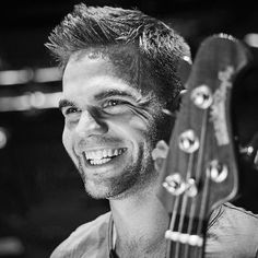 Portrait of British musician Sandy Beales, live bassist with pop group One Direction, photographed before a concert at the Arena in London, on September Get premium, high resolution news photos at Getty Images One Direction Tour, Freaking Hilarious, Pop Group, 6 Years, How To Look Better, Guys, Portrait, Twitter, Concert