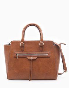 Στη Stradivarius θα βρεις 1 Τσάντα από σταθερό υλικό στην απίστευτη τιμή των 29.95 € . Επισκέψου τώρα την ιστοσελίδα μας και ανακάλυψέ τη μαζί με περισσότερες ΑΞΕΣΟΥΑΡ.