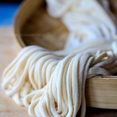 Homemade Noodles Handmade noodles-- use water and skip egg to make this healthy noodle vegan friendly Handmade Noodle Recipe, Chinese Food, Basic Chinese, Chinese Style, Chinese Egg, Thai Style, Korean Food, Asia Food, Do It Yourself Food