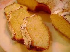 La mia torta al limone, sofficissima come una nuvola, è una delle mie torte preferite. E' veramente deliziosa, sembra una torta di altri tempi.