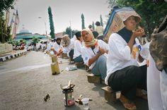 Batik On The Road, Pekalongan Batik Festival, 2005  photo's courtesy Yayak Rozak, Pesindon